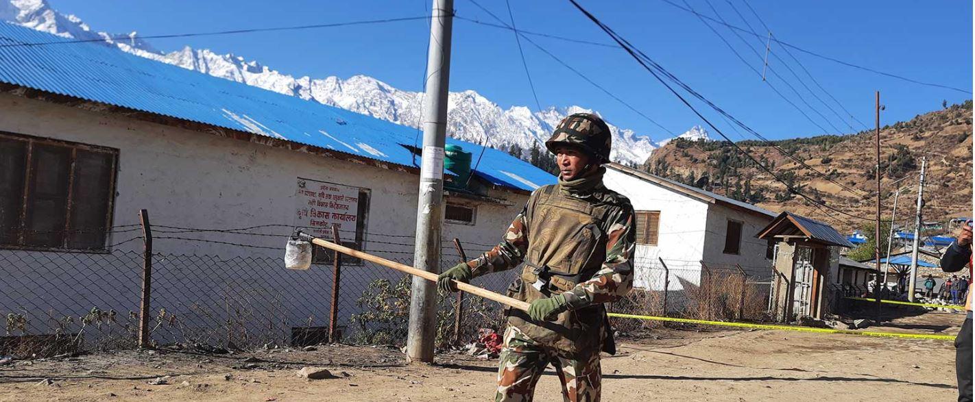 नेपाली सेनाद्वारा हुम्लामा बम डिस्पोज